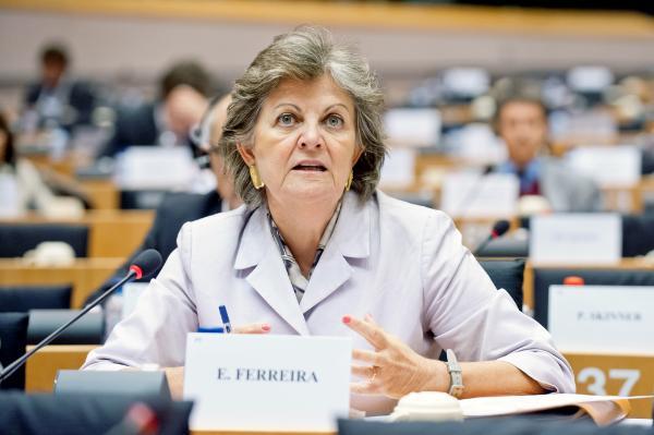 Евродепутатът Елиза Ферейра по време на комисията на ЕКОН на ЕП във вторник 17 от септември 2013