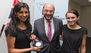 Citizens Prize winners UK and EP President Martin Schulz