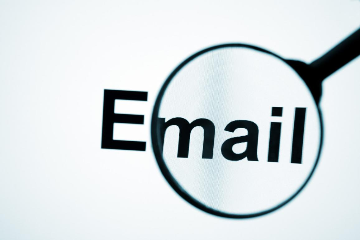 Magnifying glass on email symbol © BELGA_MONKEY