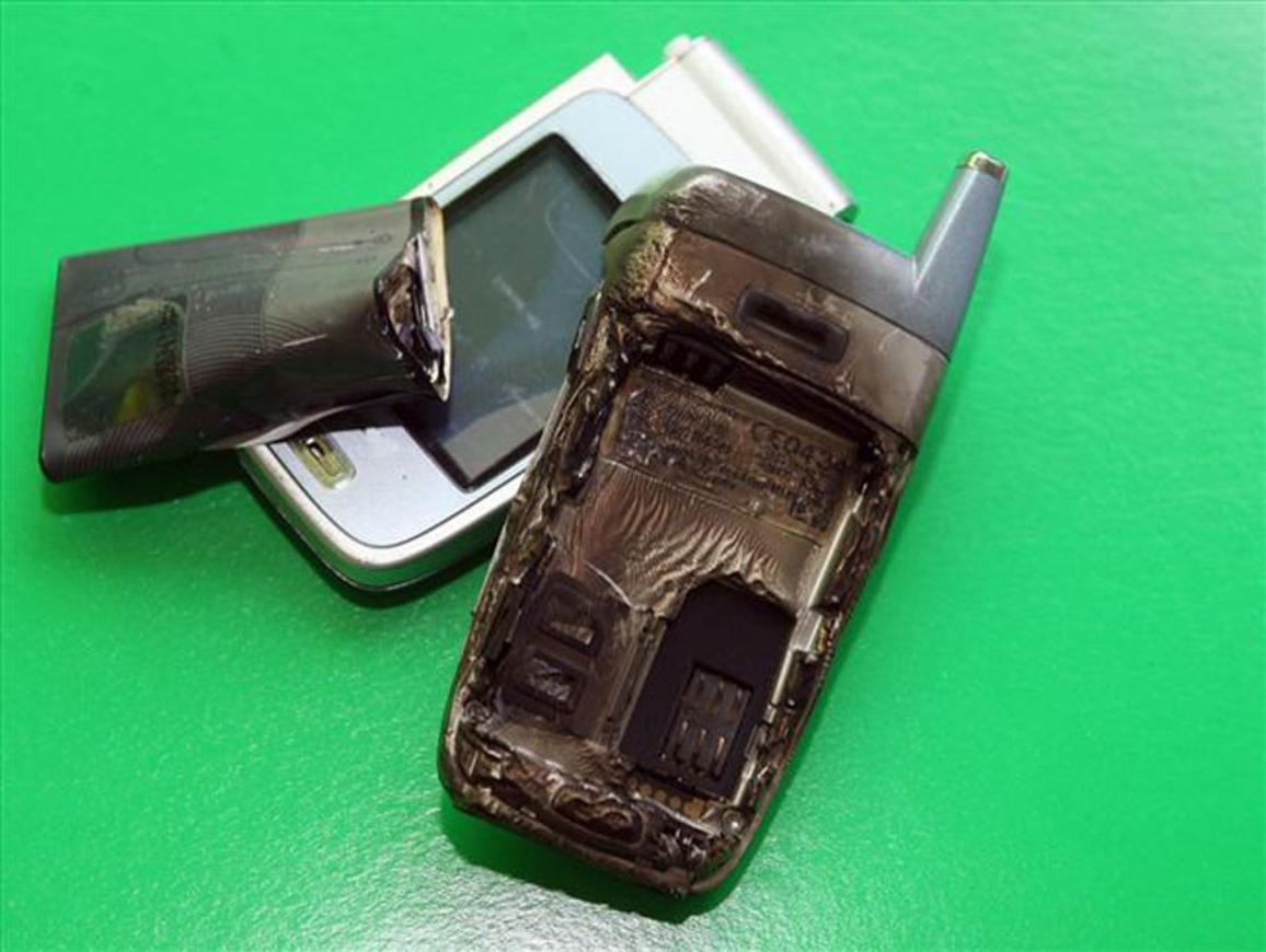 A phone cut price battery bought on the internet blew up while making a phone call ©BELGA_EUROPICS
