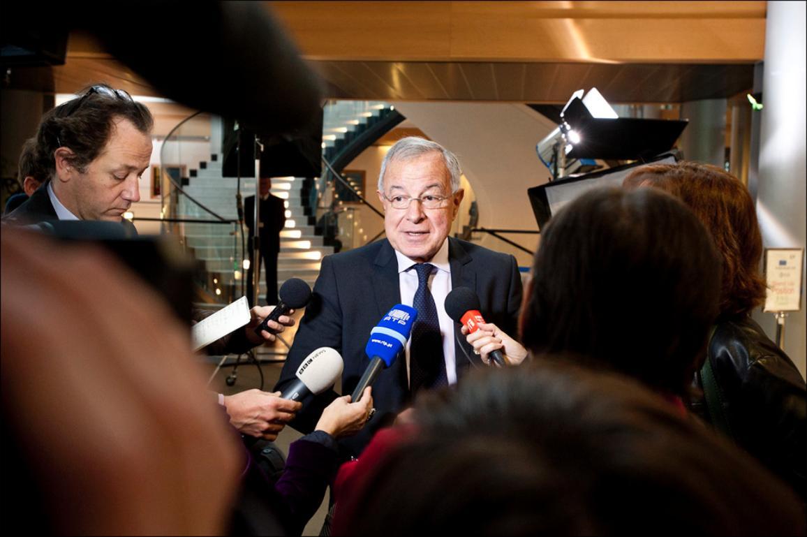 Biudžeto komiteto pirmininkas Alain Lamassoure atsako į žurnalistų klausimus