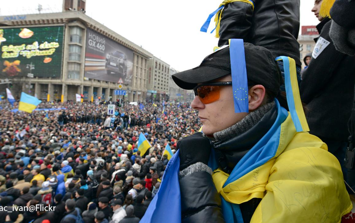MEPs voice support for hundreds of thousands of Ukrainian protesters demanding closer links to the EU than Russia