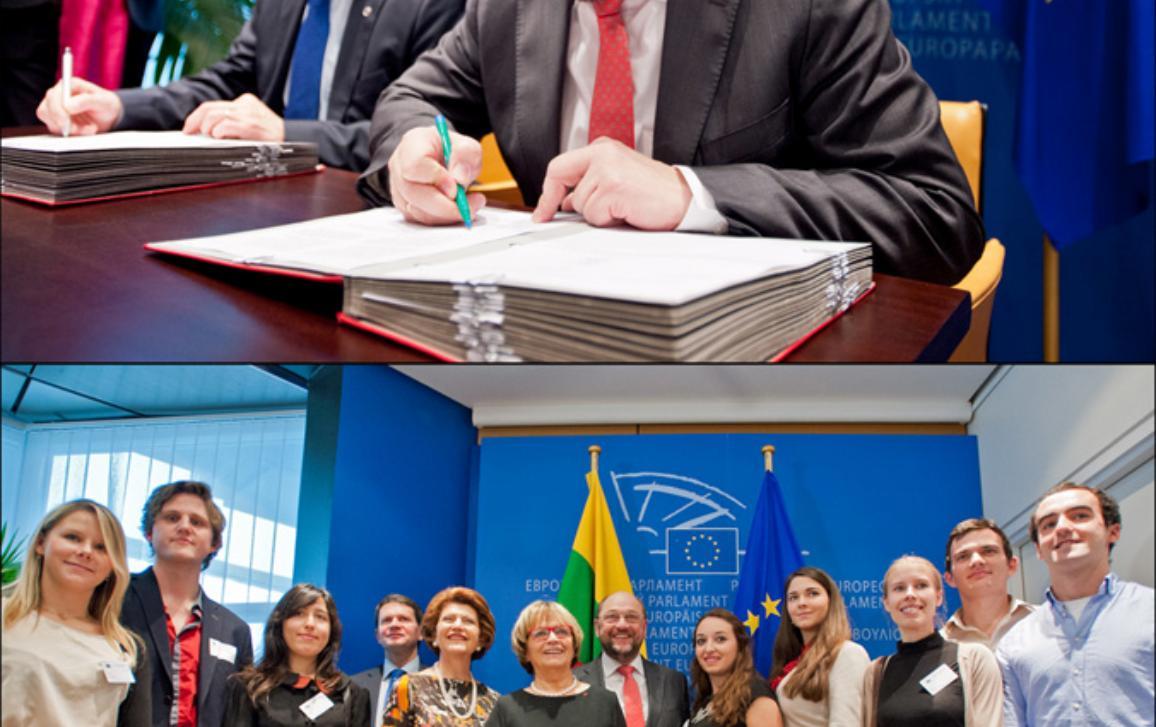 MArtin Schulz a Vytautas Leskevicius podepisují Erasmus+ (nahoře), Martin Schulz, Doris Pack a Vytautas Leskevicius se studenty po podpisu
