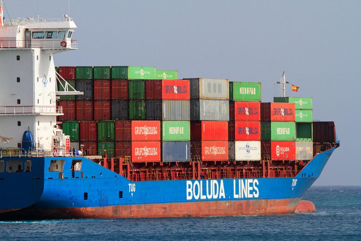 Een schip met containers