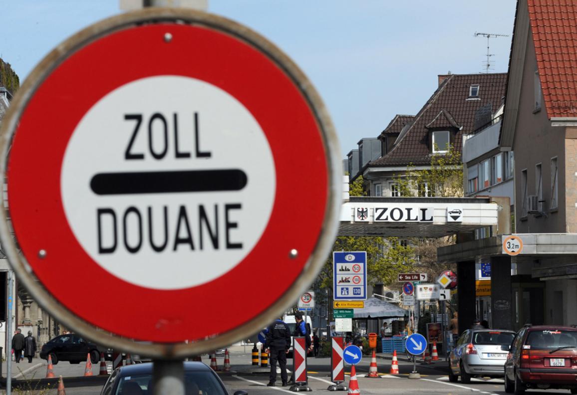 Cars stand at the checkpoint between Kreuzlingen, Switzerland and Konstanz, Germany. © BELGA_Patrick Seeger