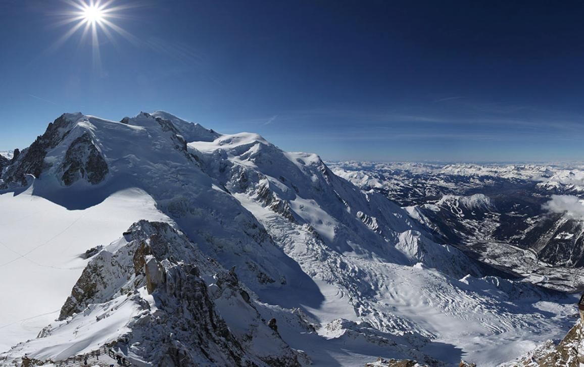 Click on the photo for an interactive view of the top of Aiguille du Midi  © JC Poirot.          This article is dedicated to the memory of Christophe Midol-Monnet, who worked on this story