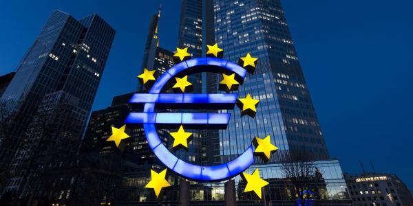 The stars of European Union (EU) membership sit on a euro sign sculpture outside the headquarters of the European Central Bank (ECB) in Frankfurt, Germany, 20 March 2014. © BELGA_DPA_D.Reinhardt