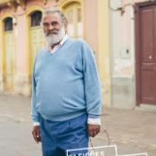 Poster com Ricardo na rua a sorrir para a camara.
