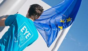 01) EYE participant is ready to rise the EU flag in Strasbourg