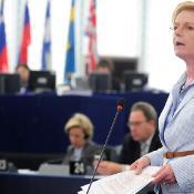 Kaj se dogaja v evropski Združeni levici komaj mesec dni po volitvah? EuroparlTV se je sestala s predsednico Gabriele Zimmer.