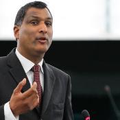 Večja in prenovljena skupina Evropskih konservativcev in reformistov, ki jo vodi Syed Kamall, poziva k praktični reformi EU in koncu ukvarjanja s samimi s seboj