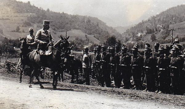 A picture acquired from the historical archives of Sarajevo on June 28, 2014 shows Archduke Franz Ferdinand inspecting his troops during military manoeuvre, on June 27, 1914 in Sarajevo, the day before his assassination. ©BELGA_AFP_HISTORICAL ARCHIVES OF SARAJEVO