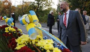 """What happens in Ukraine concerns all Europeans, because we cannot stand by and watch idly while the founding principles of the international community are being violated,""  Martin Schulz - European Parliament President said after visiting Maidan in Kiev"
