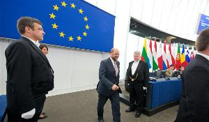 EP Presidnet Martin Schulz walk in the plenary chamber to open October Plenary session