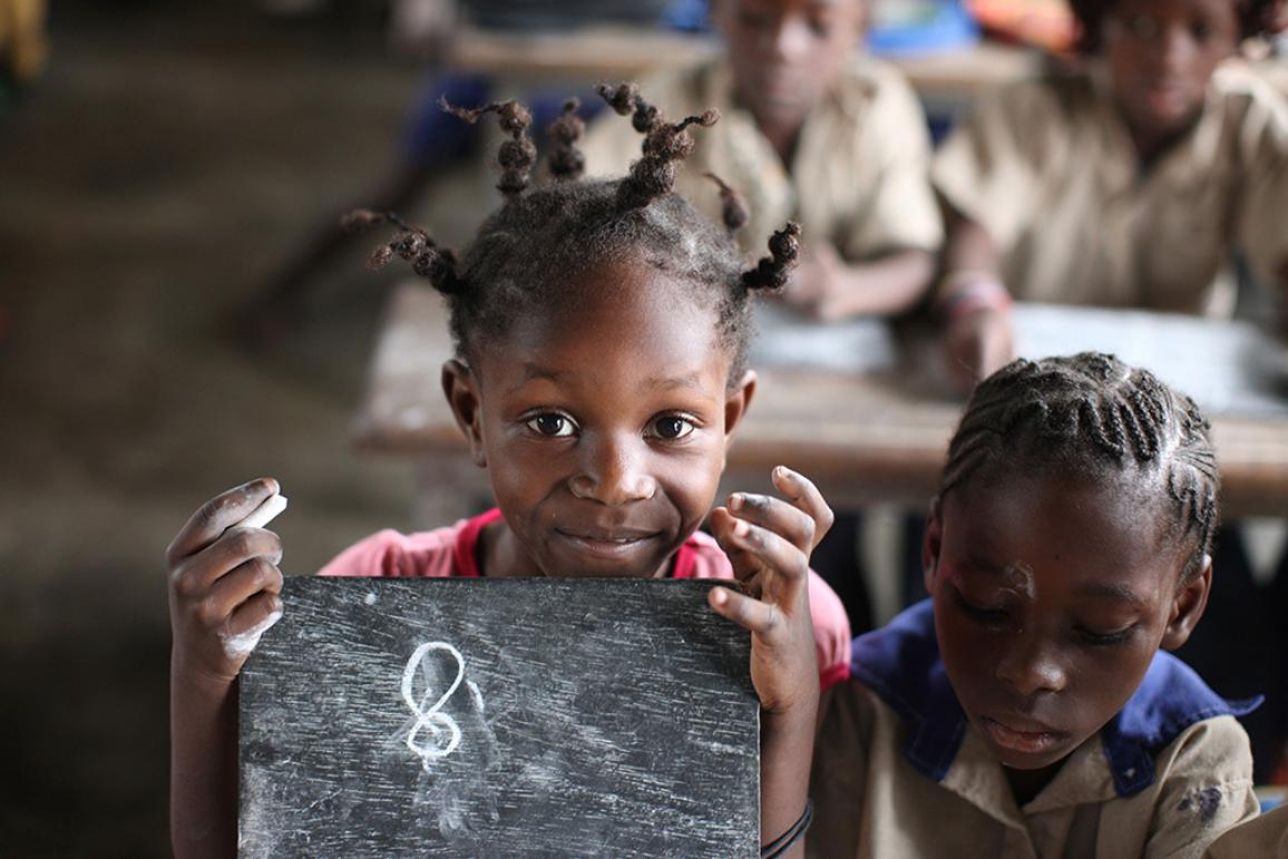 Two african girls at school. ©BELGAIMAGE_AGEFOTOSTOCK