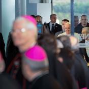 """Según el Papa Francisco, dar esperanza a Europa significa """"invertir en las personas y en los ámbitos donde sus talentos se forman y dan sus frutos"""", concretamente habló de invertir en """"educación"""" y """"trabajo""""."""
