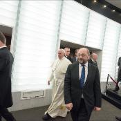 """El Pontífice pidió acceso a """"una educación adecuada y completa"""" que permita a los jóvenes afrontar el futuro con """"esperanza y no con desencanto""""."""