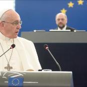 """Su Santidad también mencionó el gran potencial creativo que tiene Europa en áreas como la investigación científica, y mencionó específicamente """"las energías renovables"""". """"Europa siempre ha esto a la vanguardia de los esfuerzos para promover la ecología"""", dijo."""