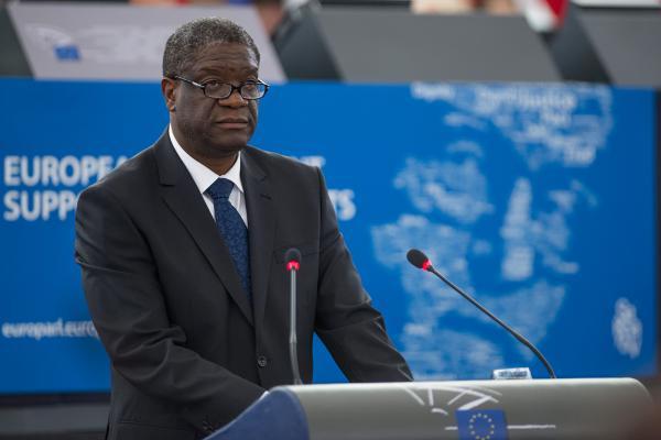 Denis Mukwege, ganador en 2014 del Premio Sájarov, durante su discurso ante el pleno de la Eurocámara.