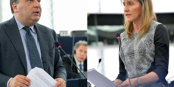 Fulvio Martusciello (EPP) i Martina Anderson (GUE/NGL) podczas debaty nt. Palestyny 26 listopada ©EuropeanParliament_Pietro_Naj-Oleari