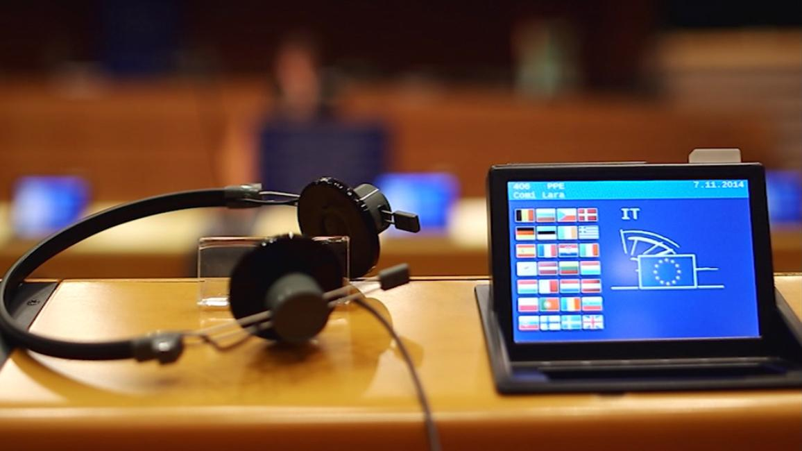 Speaking their native tongue is a basic right for MEPs, but then how does Parliament avoid a Babel-like cacophony? As Umberto Eco said, 'the language of Europe is translation'.   Η δυνατότητα ομιλίας της μητρικής τους γλώσσας είναι ένα βασικό δικαίωμα των ευρωβουλευτών, αλλά πώς το Κοινοβούλιο αποφεύγει μια κακοφωνία σαν τη Βαβέλ; Όπως είπε ο Umberto Eco, «η γλώσσα της Ευρώπης είναι η μετάφραση».