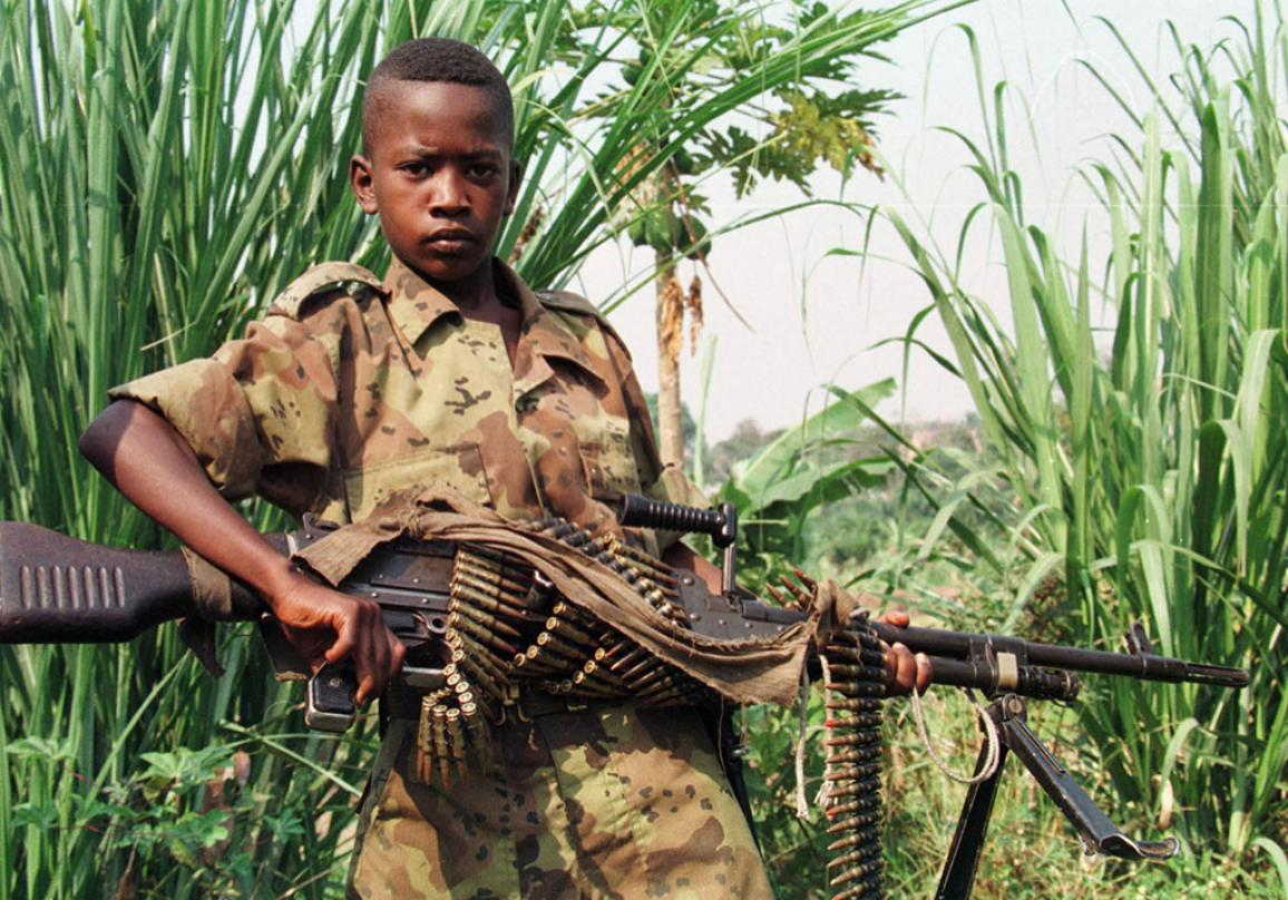A child soldier poses with his machine gun in the Democratic Republic of Congo. ©BELGAIMAGE_AFP_A_SENNA_22598529