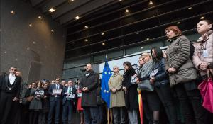 European Parliament President Martin Schulz and MEPs from all the political parties together with EP staff and other european  citizens helded today one minute of silence in front of the European Parliament in Brussels in memory of the victims of Paris terrorism attack #JeSuisCharlie