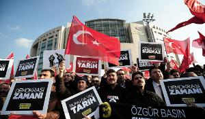 Workers of the Zaman newspaper hold placards in Istambul