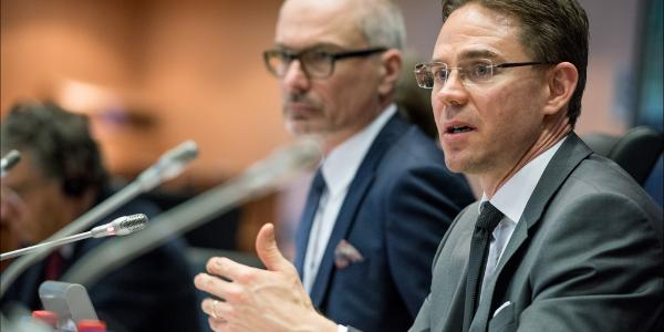 Commission Vice President Jyrki Katainen discuss the proposed fund for strategic investments with the EP Economic and Monetary Affairs Committee