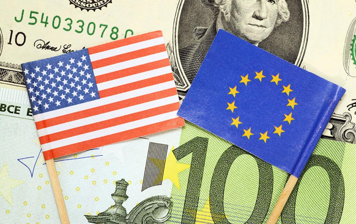 Flags of The United States and EU on banknotes
