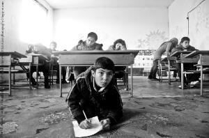 Les députés estiment qu'intégrer des enfants réfugiés dans les systèmes d'éducation nationaux des pays d'accueil peut aider à briser la spirale de la violence et de l'extrémisme©Hristo Rusev/www.hristorusevphotography.blogspot.com
