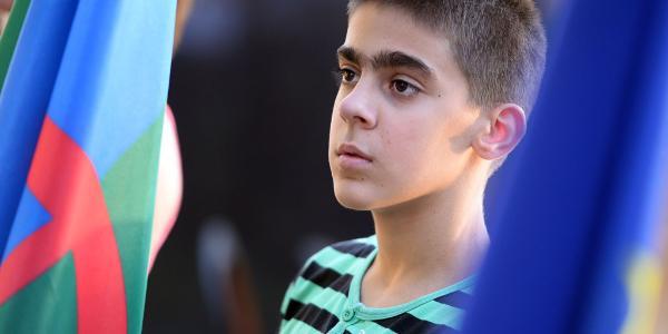 Een Roma-jongen © BELGA/AFP/A.KISBENEDEK