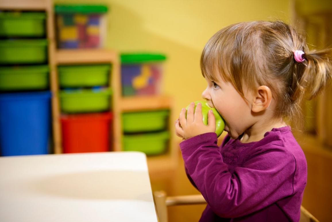 Happy children and healthy food ©BELGA_AGEFOTOSTOCK_D.Cervo