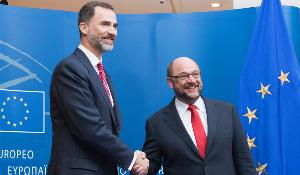 King Felipe VI of Spain shaking hands with the European Parliament President Martin Schulz on Wednesday 15 April