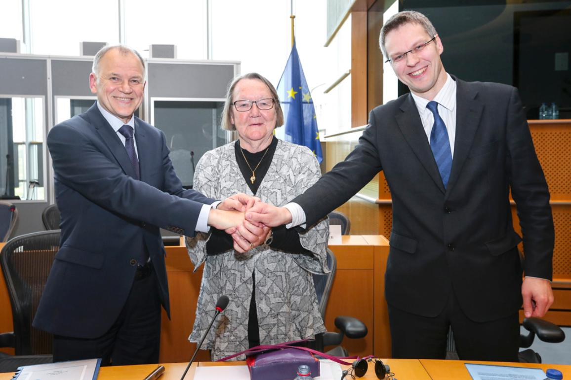 L to R: Vytenis ANDRIUKAITIS, Commissioner for health and food safety; Marit PAULSEN (ALDE, SE), rapporteur and chief EP negotiator; Juris ŠTĀLMEISTARS, Ambassador, Deputy Permanent Representative of Latvia to the EU