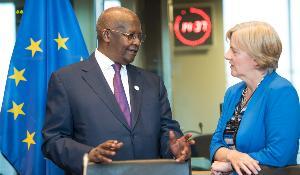 Photographie de Sam Kahamba Kutesa et de Linda McAvan au Parlement européen