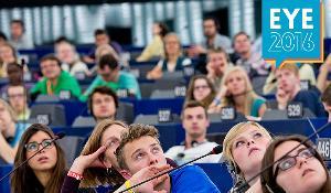 Photographie de jeunes au Parlement européen prise lors de la dernière édition du EYE