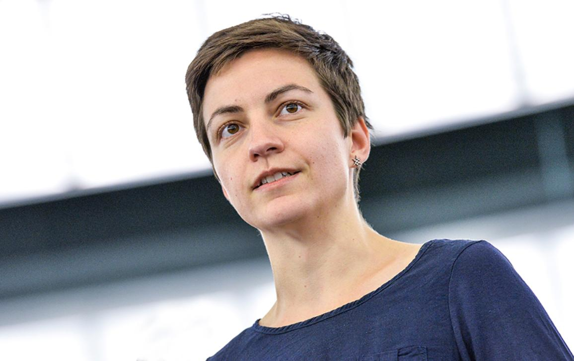 Οι χώρες της ΕΕ πρέπει να προετοιμαστούν για τη μετατόπιση μεγαλύτερου αριθμού προσφύγων και να βοηθήσουν την Ελλάδα με τους χιλιάδες πρόσφυγες που καταφτάνουν στη χώρα κάθε εβδομάδα, δηλώνει η Ska Keller, που ηγείται του ζητήματος στο Ευρωπαϊκό Κοινοβούλιο.