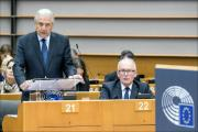 Commissioner Dimitris AVRAMOPOULOS, next to EC VP Frans Timmermans, pictured during the debate on the Conclusions of the Justice and Home Affairs Council on migration (14 September 2015).