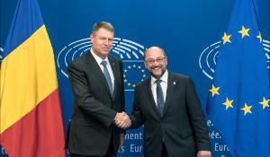 Klaus Iohannis à gauche et Martin Schulz à droite