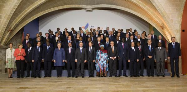 Family photo of the 2015 Valletta Summit on migration