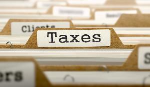 """Dossiers avec la mention """"Taxes"""" sur l'un d'eux"""