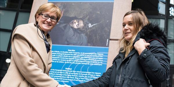 VP Mairead McGuinness congratulates the jury prize winner Éva Szabó and the public winner Rosabella De Angelis