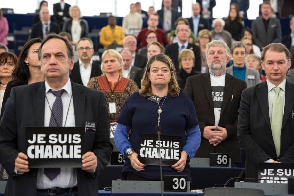 01-Jan_JesSuisCharlie.jpg