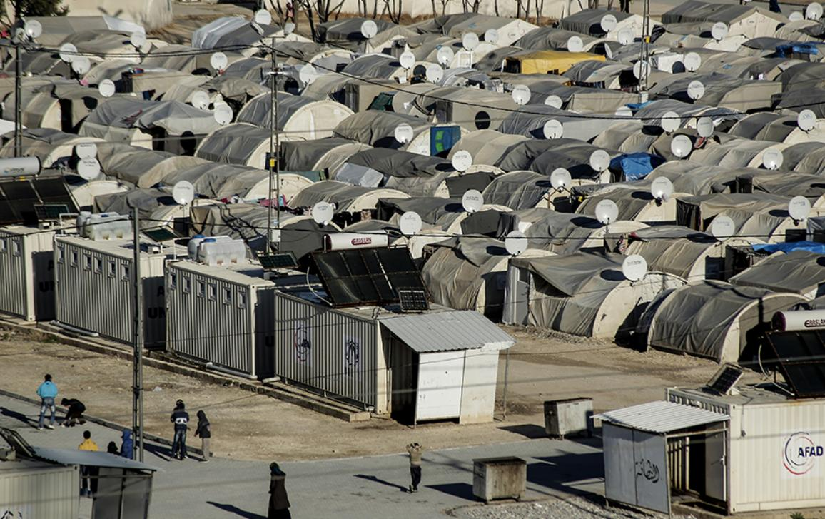A make-shift home become long-term reality for refugees fleeing Syria, MEPs assess progress in provision of facilities and financing for education, medicine and food.