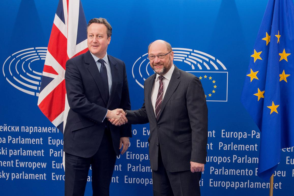 VIGNETTE: European Parliament President Martin Schulz shakes hands with British PM David Cameron on 16/02/2016