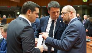 Alexis Tsipras, Primer Ministro griego; Matteo Renzi, Primer Ministro italiano; Martin Schulz, Presidente del Parlamento Europeo (de izquierda a derecha).