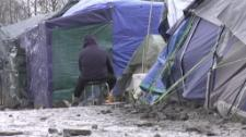 EPTV investigates efforts to bring healthcare and psychological support to women in the Calais refugee camps fleeing war and violence.