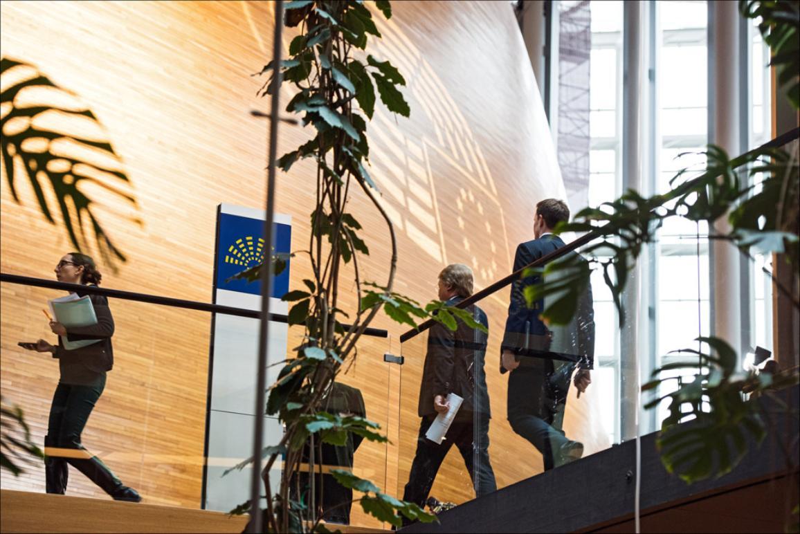 Βουλευτές συγκεντρώνονται στην αίθουσα της Ολομέλειας © European Union 2016 - European Parliament.