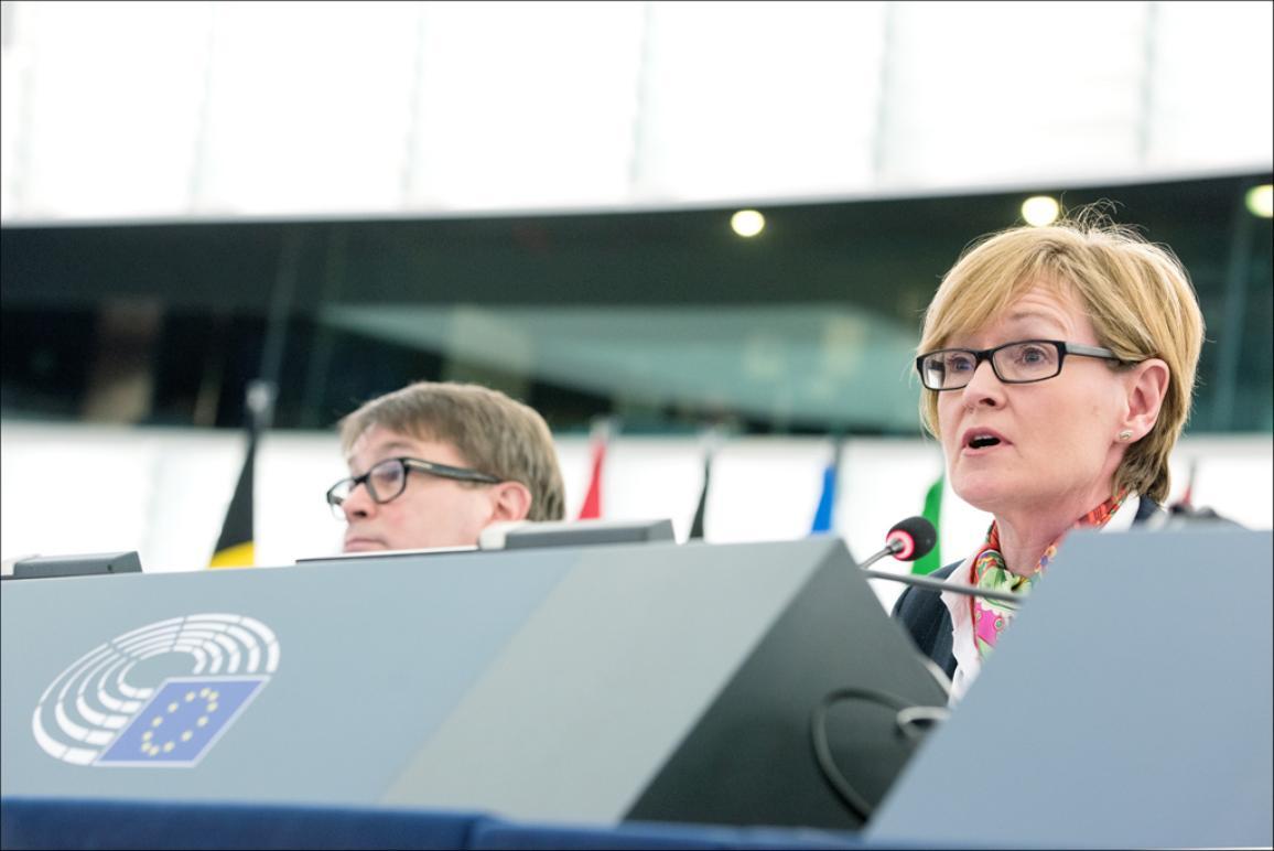 La vice-présidente du PE, Mairead McGuinness préside l'ouverture de la session plénière de mars
